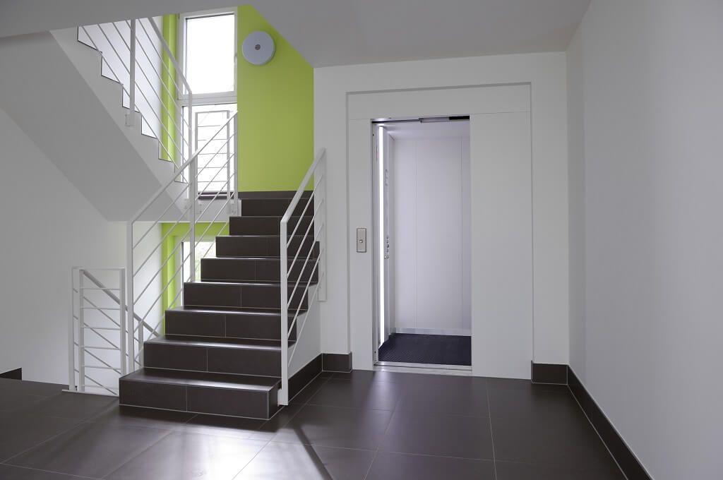 Treppenhaus Im Mehrfamilienhaus Schindele Von Baufritz
