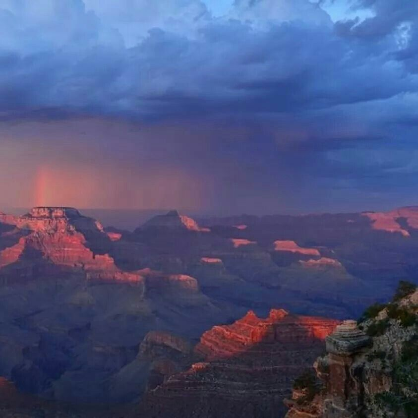 A stunning view of the Grand Canyon