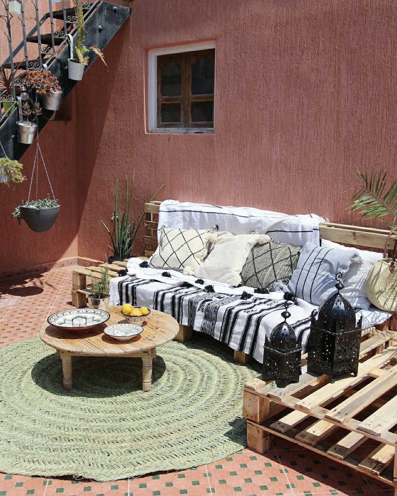 Meine Boho Terrasse Aus Paletten Und Deko Von Www Dari Design Com Boho Terrasse Paletten Marokkanisch Ma Aussenmobel Gartenmobel Sets Terrasse Aus Paletten