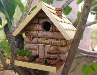 Nichoir bouchon genre chalet d co r cup bois jardin recyclage animaux li ge custo d co - Site de bricolage maison ...