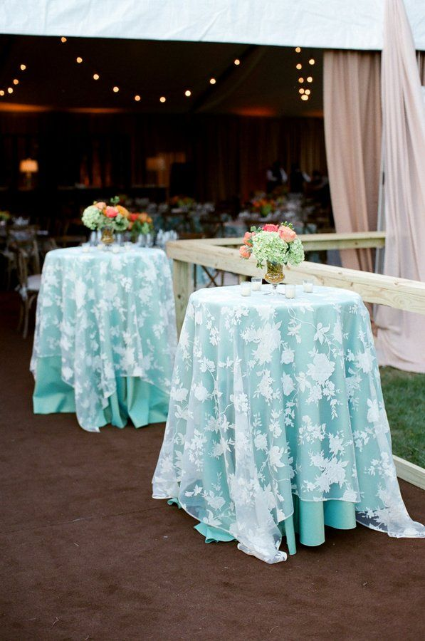 Turquoise Table Linen With Lace Overlay Linens From Southern Events Photo By Mary Rosenbaum Ringparty