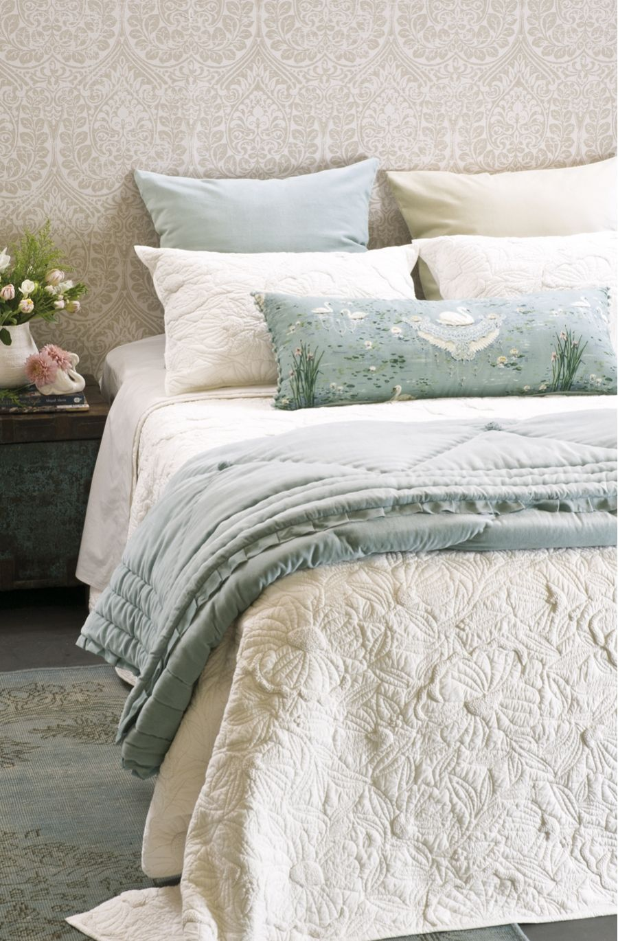 quilt quilts bedspread magnolia comforters pinterest ivory pin room and