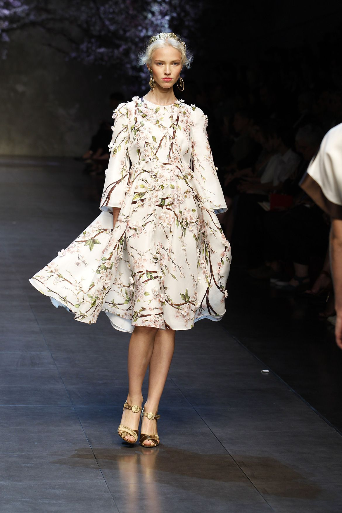dolce and gabbana ss 2014 women fashion show runway. Model should ...