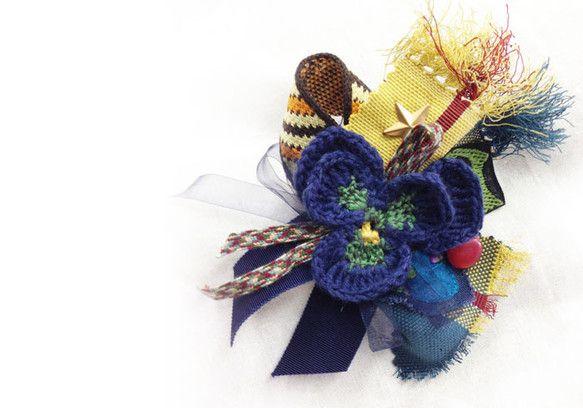 コットンの糸で編んだパンジーを楽しく飾ったコサージュです。襟元や、スカーフ、バッグなど、楽しく飾ってくださいね☆=======================...|ハンドメイド、手作り、手仕事品の通販・販売・購入ならCreema。