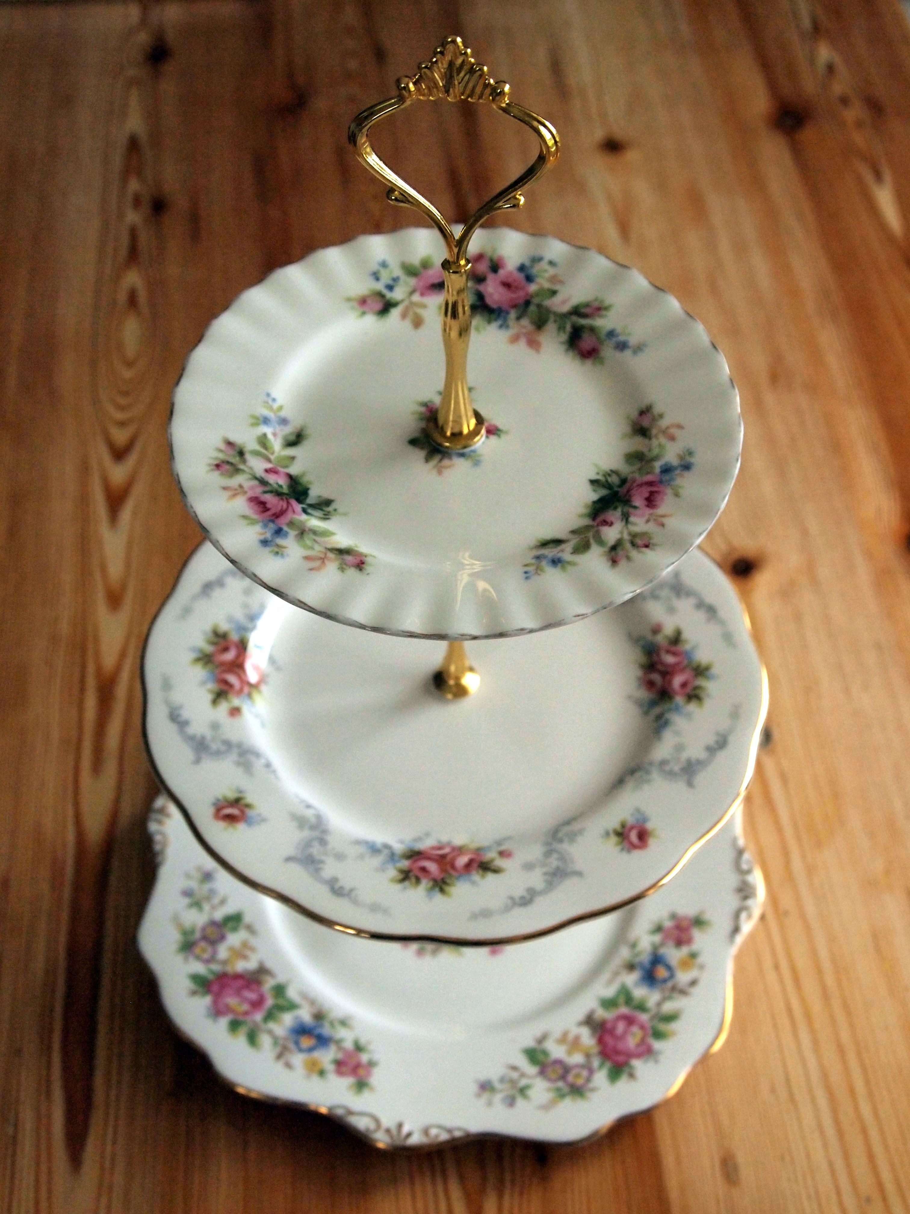 My homemade cake stand using vintage plates & My homemade cake stand using vintage plates | diy - crafts and ...