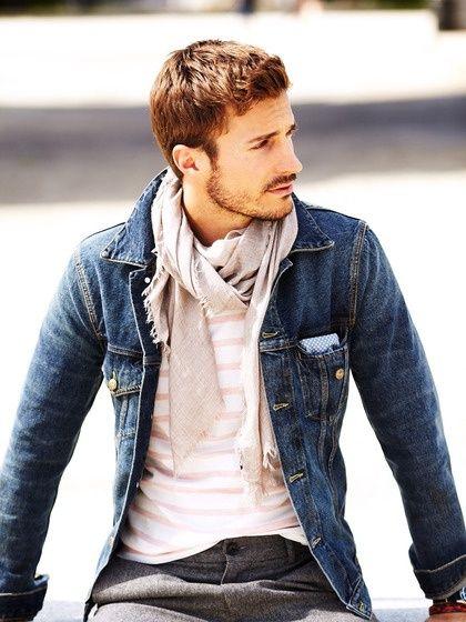 Cachecol nude e blue jeans