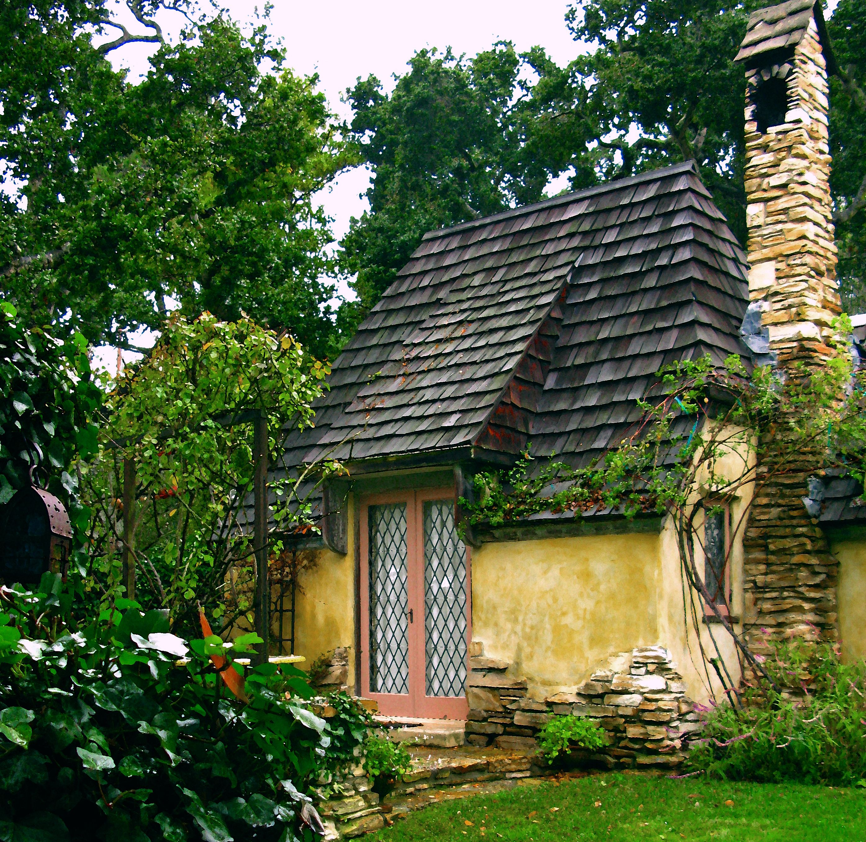 HUGH STOCK'S FAIRYTALE COTTAGES BY THE SEA