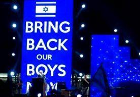 """30-Jun-2014 5:29 - ZINGEN VOOR ONTVOERDE TIENERS ISRAËL. In Tel Aviv hebben duizenden Israëliërs een manifestatie gehouden voor de vrijlating van drie tieners, die eerder deze maand werden ontvoerd op de Westelijke Jordaanoever. De betogers verzamelen zich op het Rabinplein om steun te betuigen aan de ouders van de jongens. Onder de leuze """"Zing samen voor hun vrijlating'' werd gebeden voor Gilad Shaar (16), Naftali Frenkel (16) en Eyal Yifrach (19). Israëlische artiesten traden op en..."""