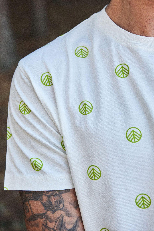 398d2904a44b Camiseta estampada de algodón orgánico. Los tintes están hechos a ...