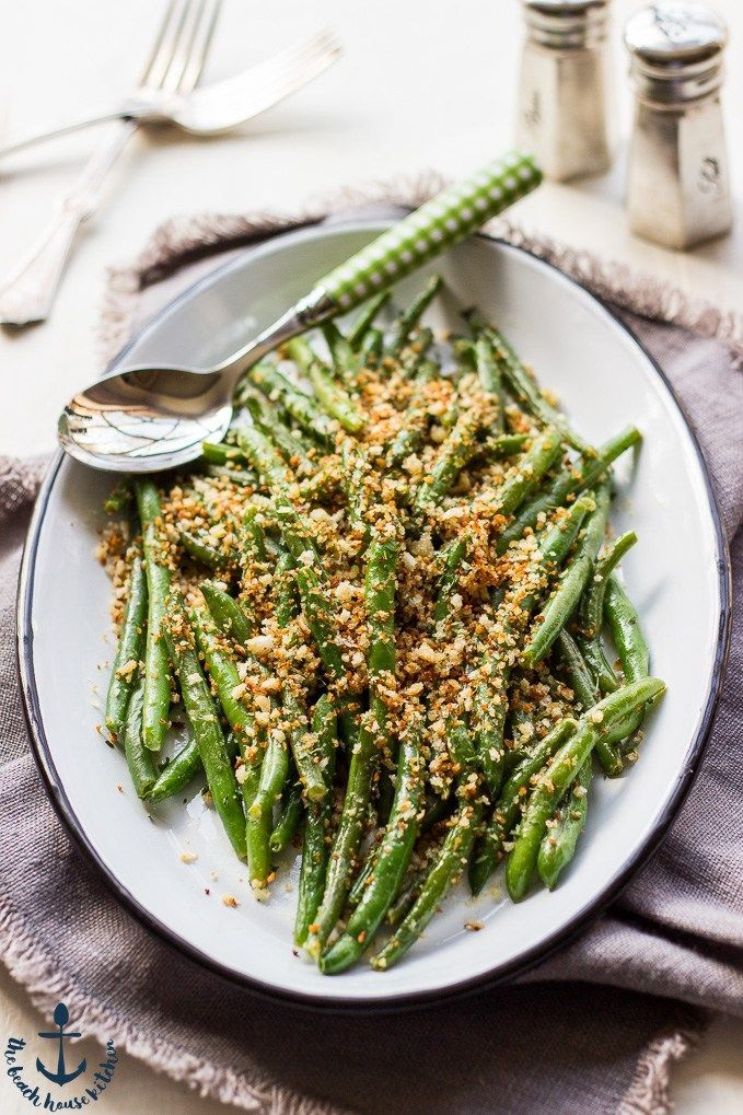 Spring is coming and that means food-filled family feasts are underway! Here's a crunchy side dish that's definitely worth your time… | Green Beans with Horseradish Panko Crumbs