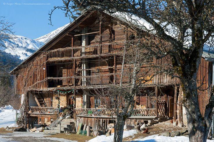 Traditional Alpine Chalet Montagnes