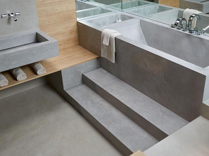 Šedá Cementová Stěrka Microtopping V Koupelně. / Grey Design Coating  Microtopping In The Bathroom.