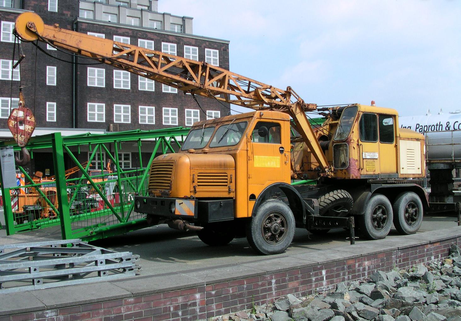 Pin op Lifting, Towing & Wrecking