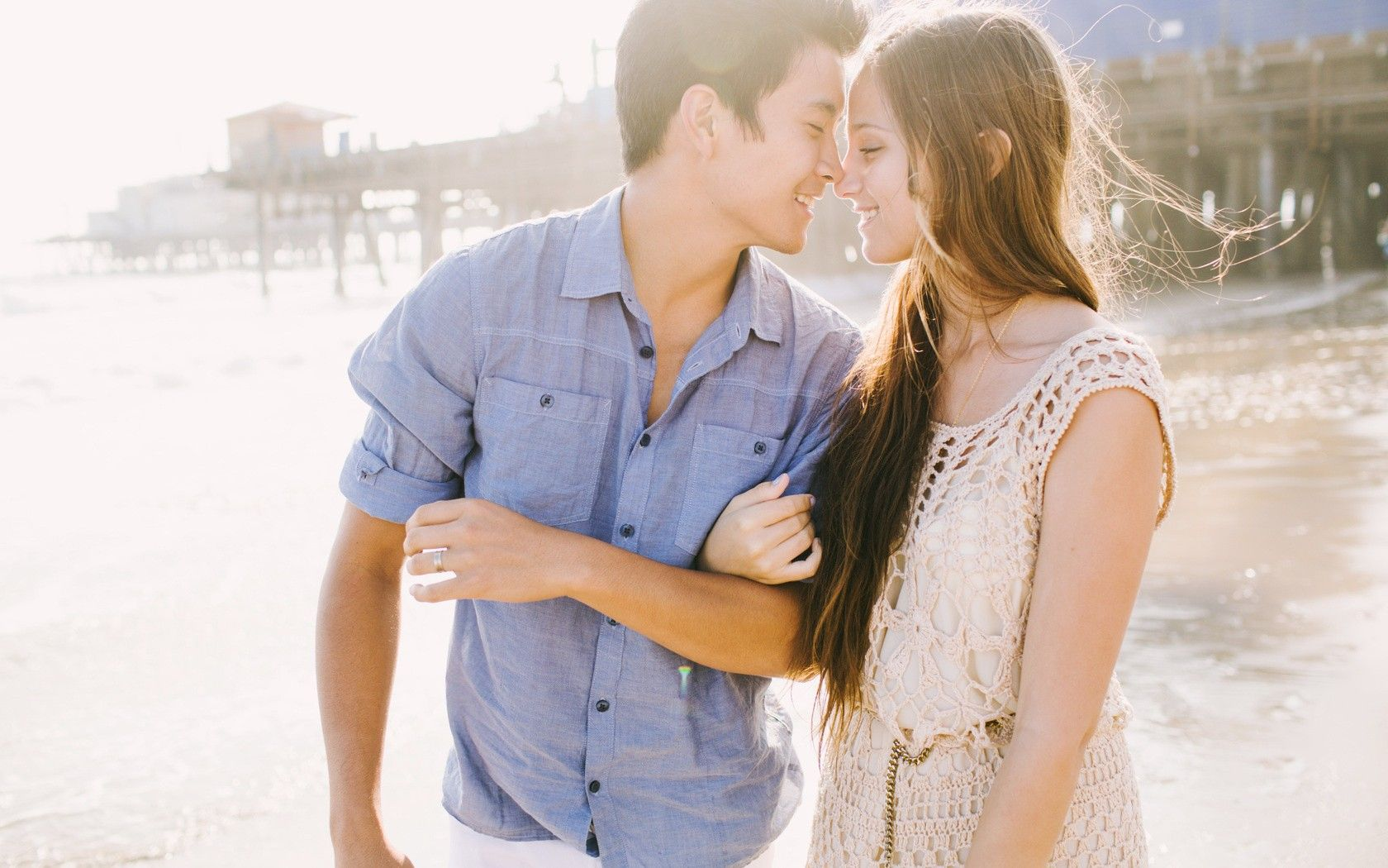 beach couple fresh new hd wallpaper photo shoot ideas pinterest