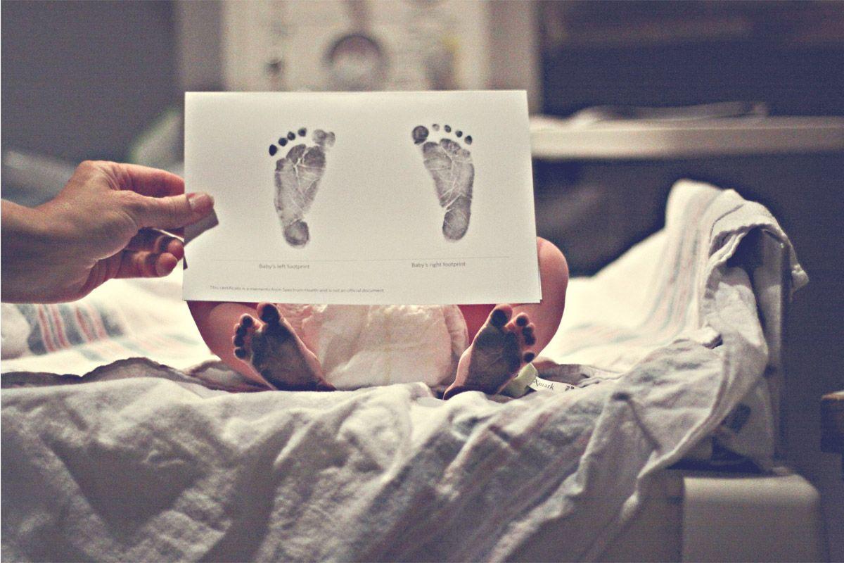 footprints (birth photography)