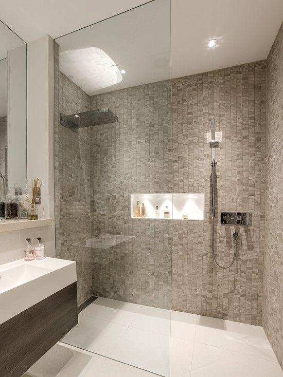Banheiro com pastilha clara e nicho embutido no Box   Interior do ...