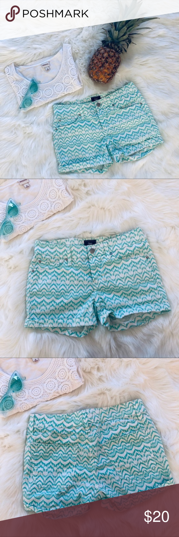 Gap | Mint & White Printed Shorts Spring into warm weather with these v cute statement shorts! Measurement and material/care info are pictured. These are in excellent used condition with no flaws. #002  vacation vacay summer spring warm weather hot weather island hawaii bahamas florida greece italy france tropical carribean cruise GAP Shorts