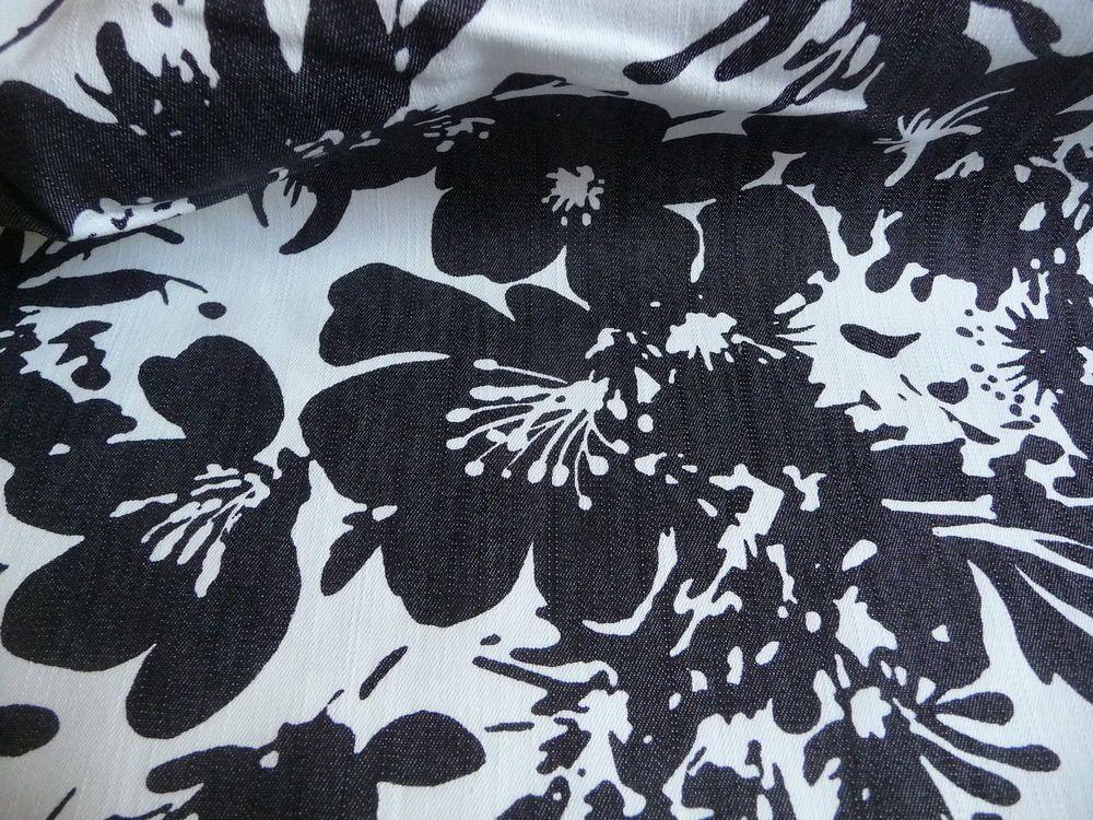 baumwolle jeansstoff schwarz wei blumenmuster meterware stoff stoffe baumwolle. Black Bedroom Furniture Sets. Home Design Ideas