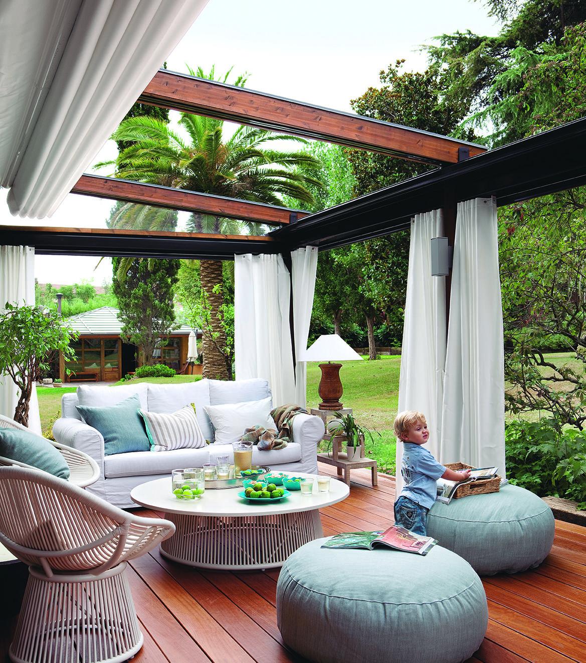 Dormitorio infantil en blanco y tonos claros con cama nido - Pergolas para jardines pequenos ...