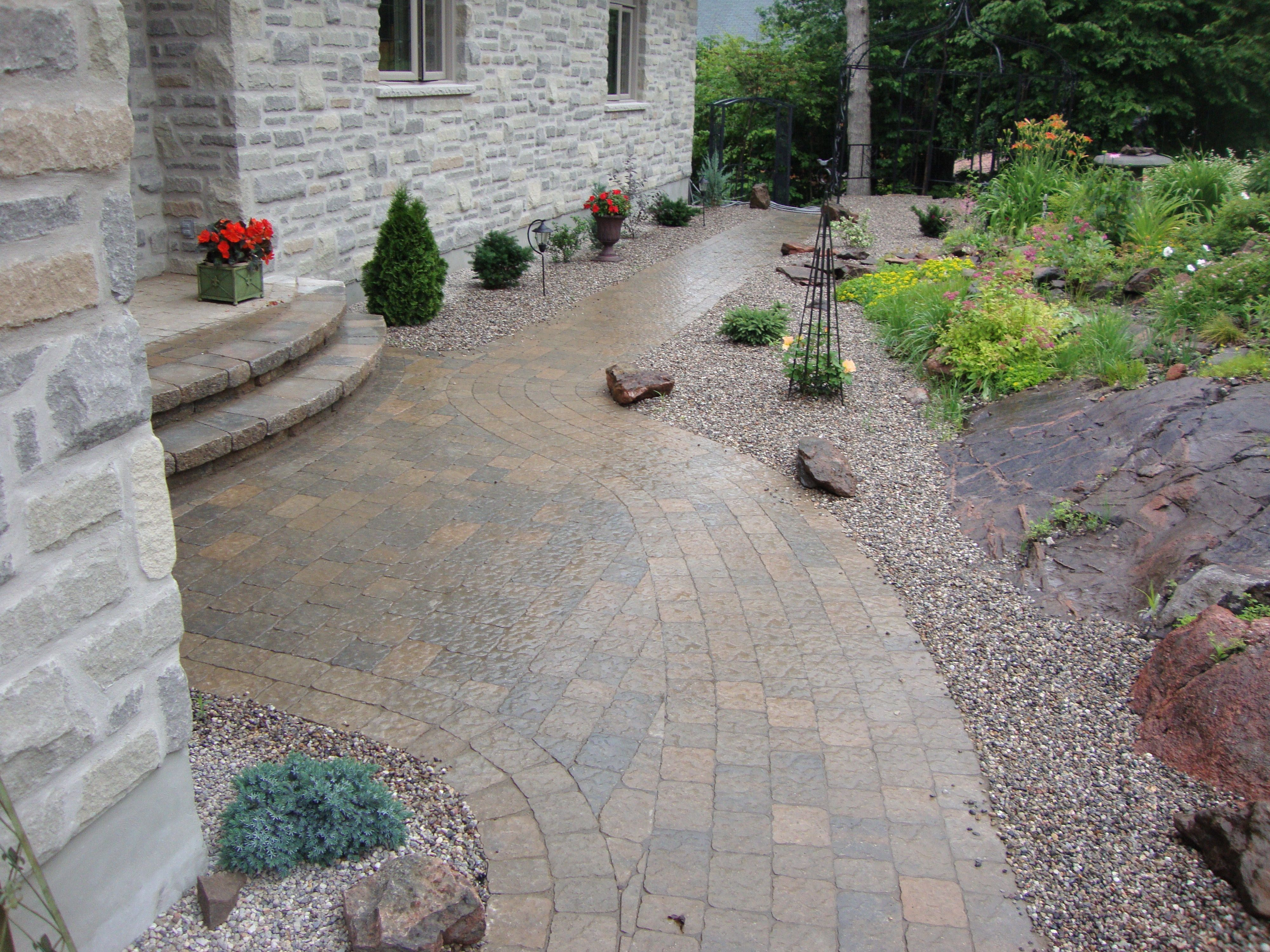 front entry in mega bergerac pavers installed by stonebridge