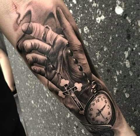 Rosas De Estilo Black And Grey En El Antebrazo Rose Tattoo Sleeve Sleeve Tattoos Men Tattoos Arm Sleeve