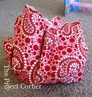toy mat/bag - I totally want to do some of these.  I think even I could do this project.