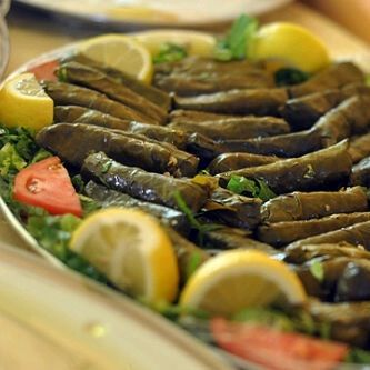ورق عنب Lebanese Food Like Waraq Ennab Is A Pop Culture Lebanon Food Lebanese Recipes Syrian Food