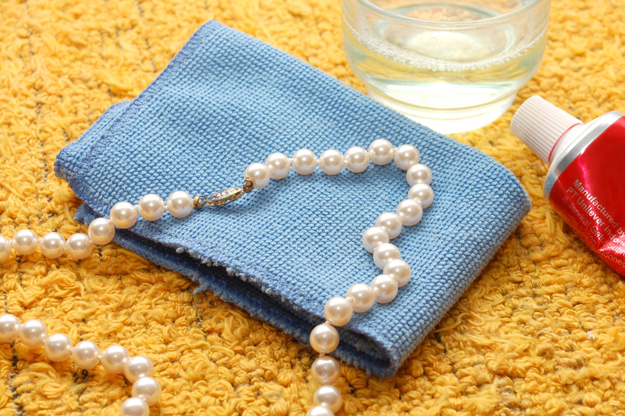 How To Clean A Pearl Necklace 5 Steps How To Clean Pearls Cleaning Jewelry Rose Gold Diamond Ring Engagement