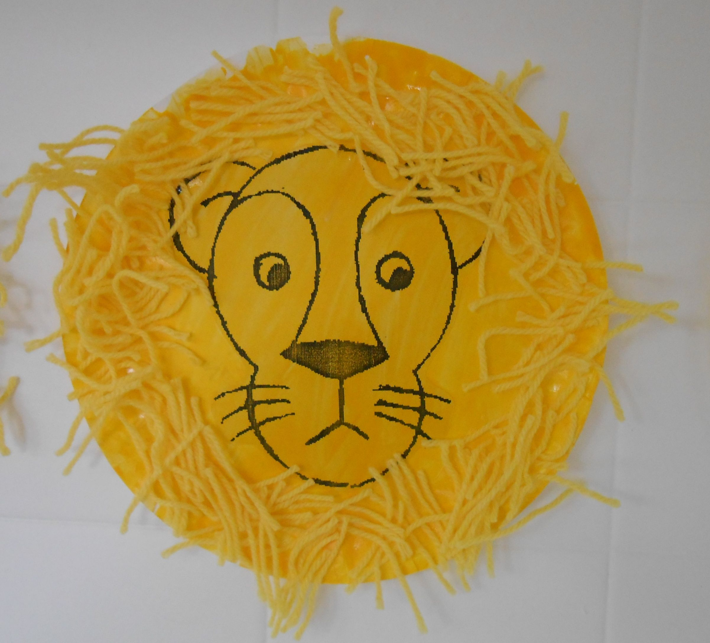 Lion face - paper plate and yarn & Lion face - paper plate and yarn   Time for class!   Pinterest   Yarns