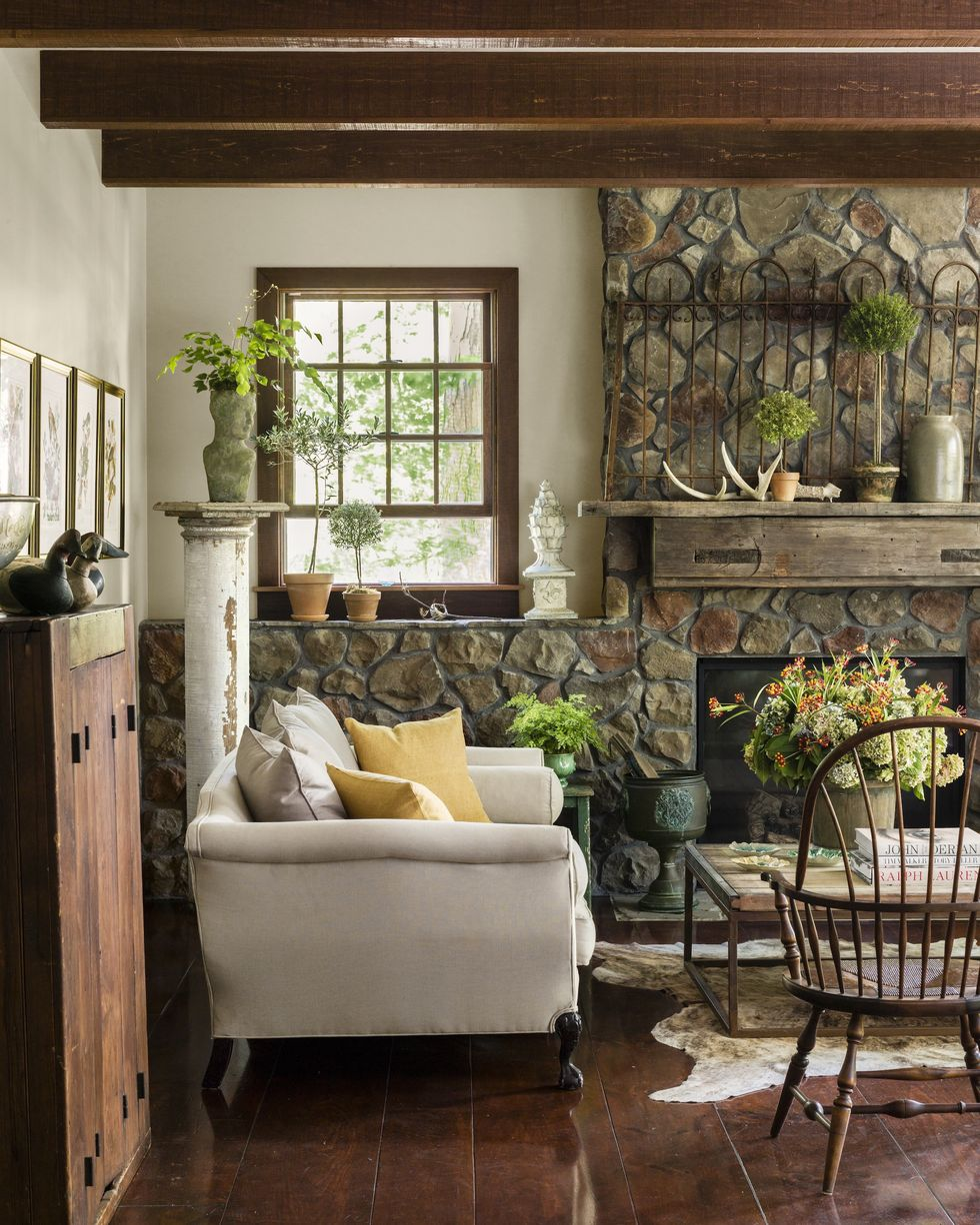 create a cozy cabinlike space with these rustic décor