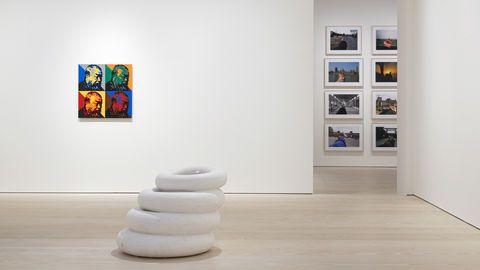 "Från Ai Weiweis utställning ""Tyre"", med titelverket i mitten."