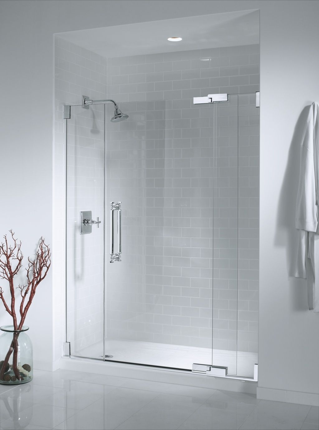 Bathroom showers head - Luxury Minimalist White Bathroom Shower Design With White Wall And White Floor Color And Frameless Glass Cool Bathroom Decor With Modern Shower Heads
