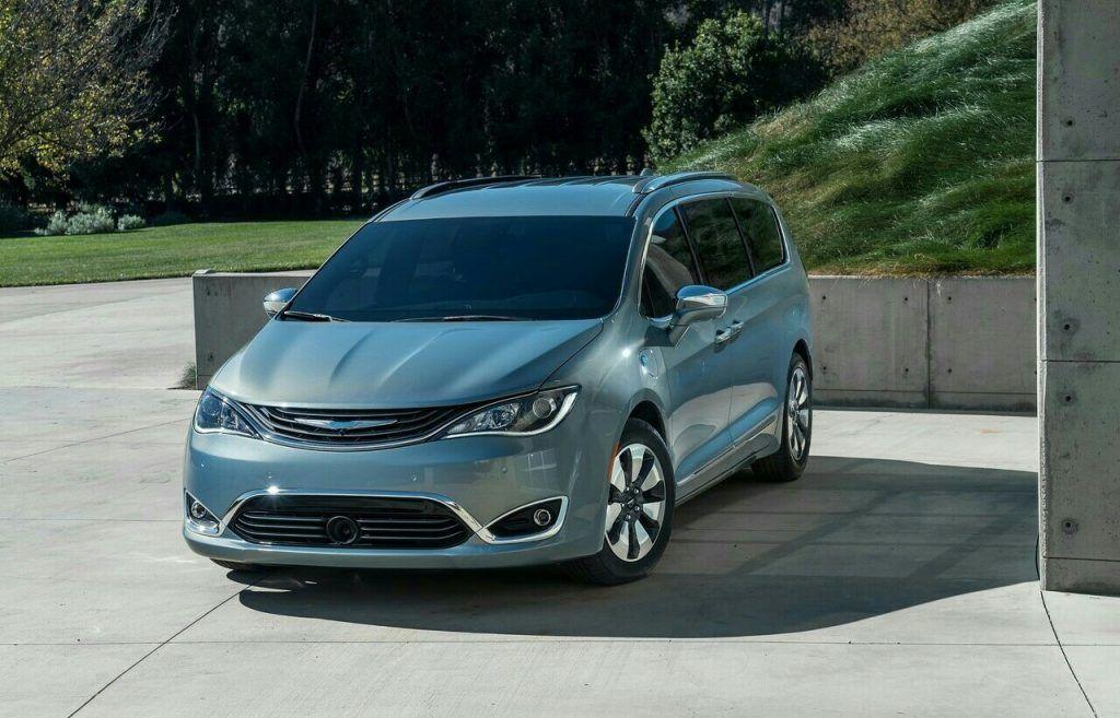 CHRYSLER PACIFICA, 2020 Minivan