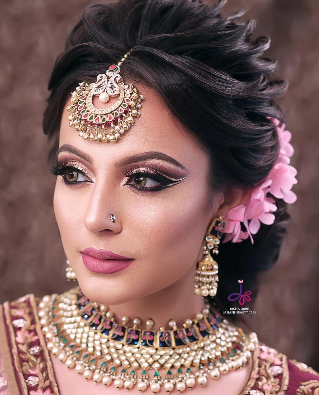 Fabulous Dulhan Makeup For Wedding In 2020 Bridal Hairstyle Indian Wedding Bridal Hair Buns Indian Bridal Hairstyles