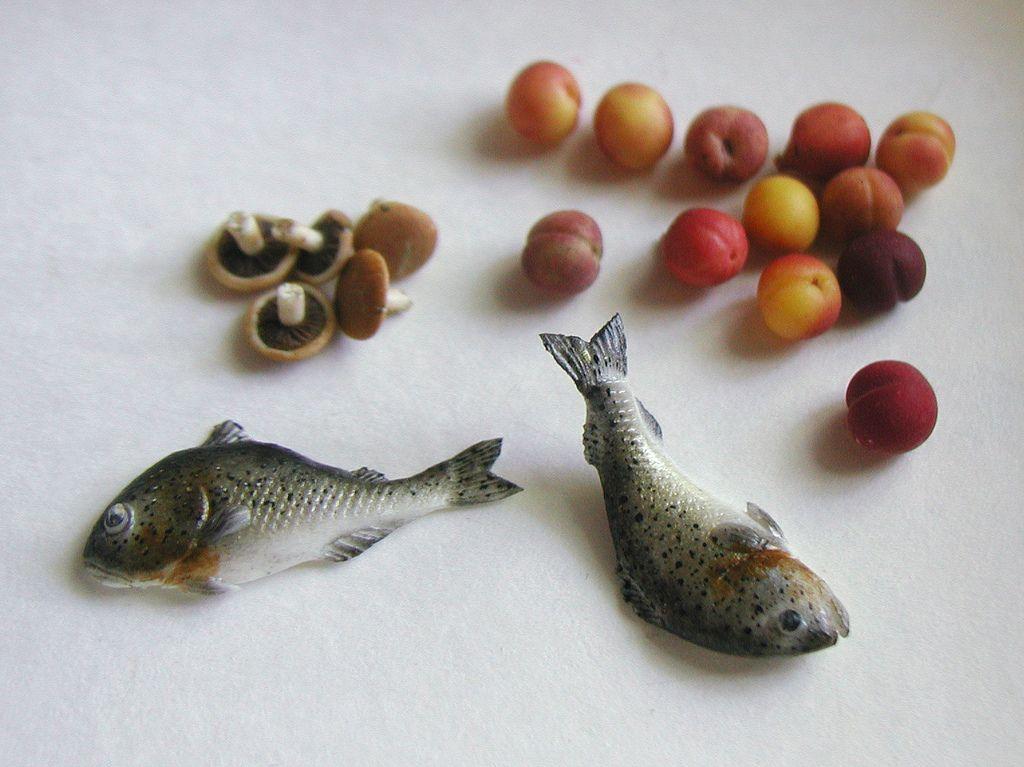 Fish, mushrooms & fruit by kiva via graceewhite/Flick'r