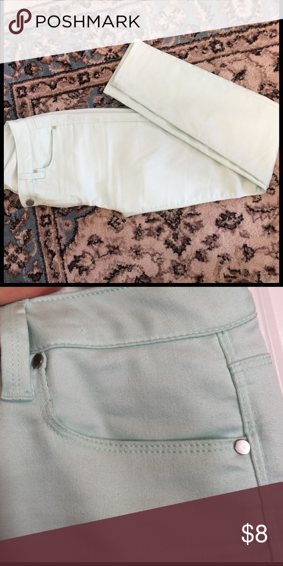 Lord & Taylor pants - size 28 Beautiful a Lord & Taylor design Lab pants. Color is a light mint green. Stretch material. Very comfortable. Great condition! Size 28 Lord & Taylor Pants Skinny
