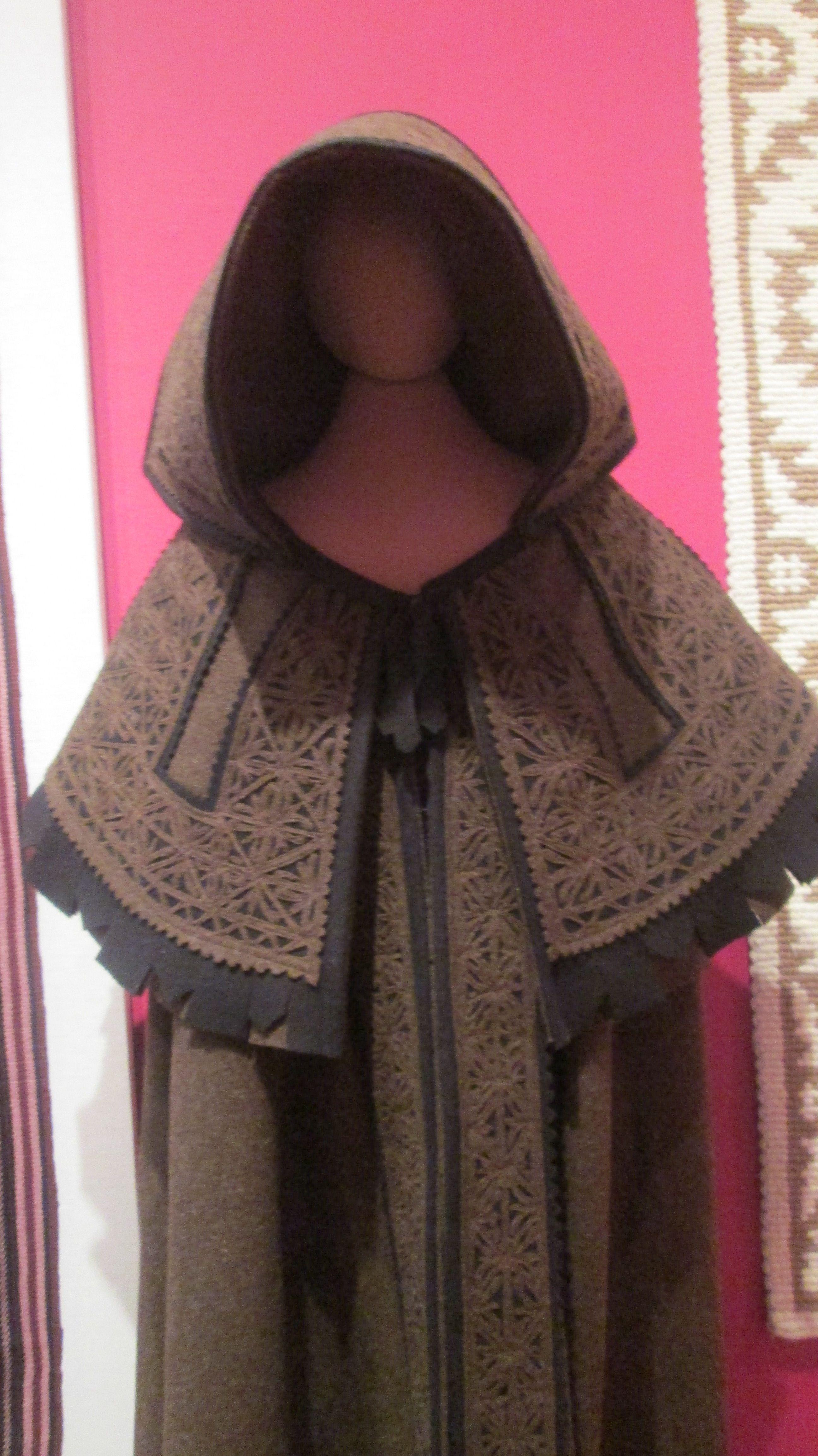Capa de Borda,paño de lana cortado y cosido.