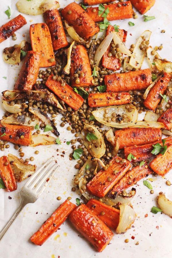 Spicy arce asadas Zanahorias con crujientes Lentejas |withfoodandlove