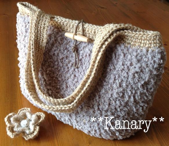 麻ひもとブークレーの毛糸で編んだショルダーバッグです。とってもふんわりとした毛糸と素朴な雰囲気の麻ひもがとても素敵にマッチして、持っているだけで、とても癒され...|ハンドメイド、手作り、手仕事品の通販・販売・購入ならCreema。