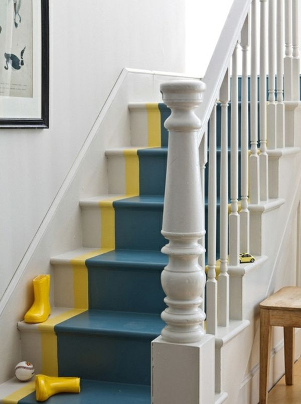 Treppenhaus streichen streifen  Treppe streichen blau weiß gelb Streifen statt Teppich   Stairs ...