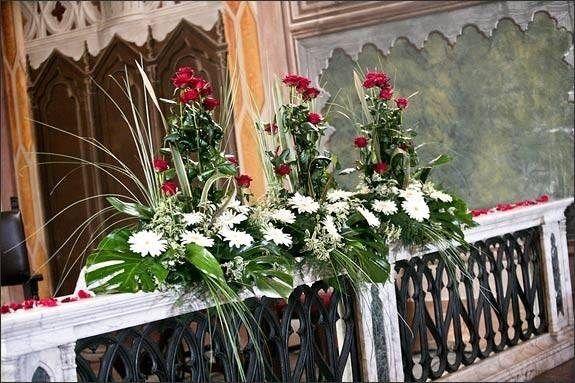 Composizioni Per Matrimonio In Chiesa A Luglio Con Fiori E Frutta Cerca Con Google Fiori Natalizi Fiori Dell Altare Matrimonio