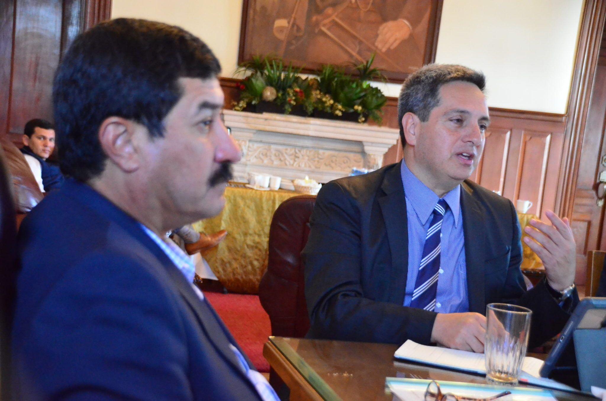 El gobernador se reunió con el Fiscal General, César Augusto Peniche Espejel para dar seguimiento a la investigación del asesinato de Isidro Baldenegro...
