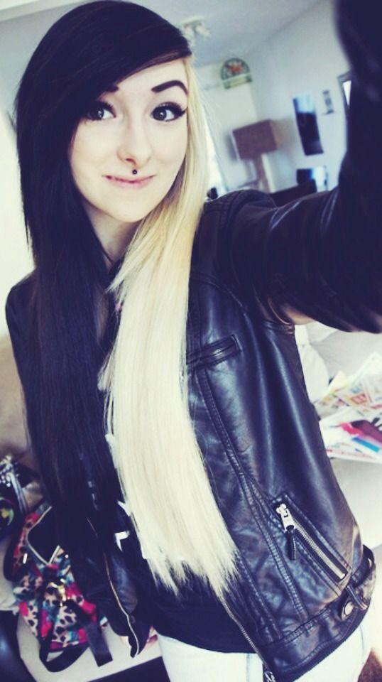 Zweifarbige #Haarverlängerung mal ganz anders. Hat Avril Lavigne den zweifarbigen Look oben/unter geprägt, hier mal die Variante mit rechts/links. Läßt sich auch für einen Abend mal mit Clip In Extensions machen, ebenso wie der Avril Lavigne Look!