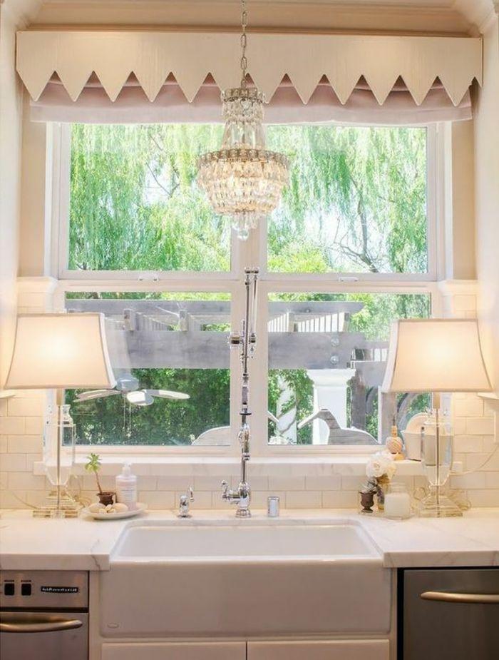Gestaltung Fensterbank Landhausstil Schick Kronleuchter Und Lampen Maison  De Ferme, Cuisines Rustiques, Mode De