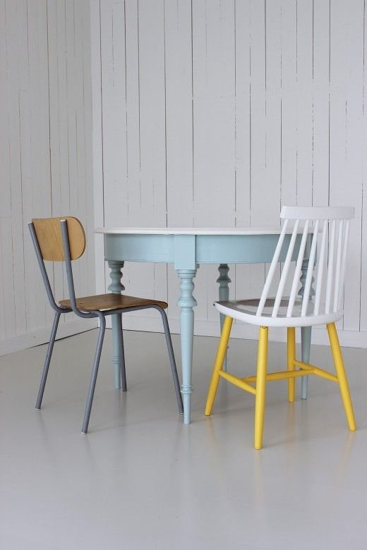 painted table and chair Inspire me(all about chairs) Pinterest - meuble en bois repeint