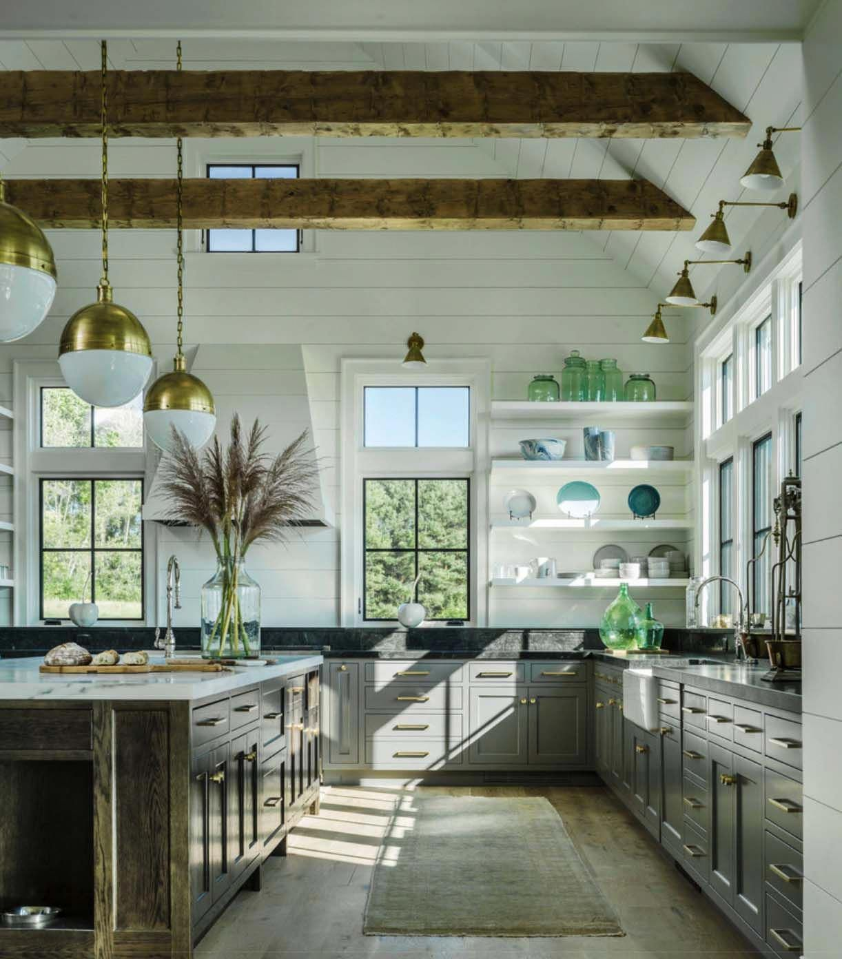 Traditional Farmhouse Style Dwelling In Vermont With A Modern Twist Chicmodernhomed Farmhouse Kitchen Design Interior Design Kitchen Modern Farmhouse Kitchens