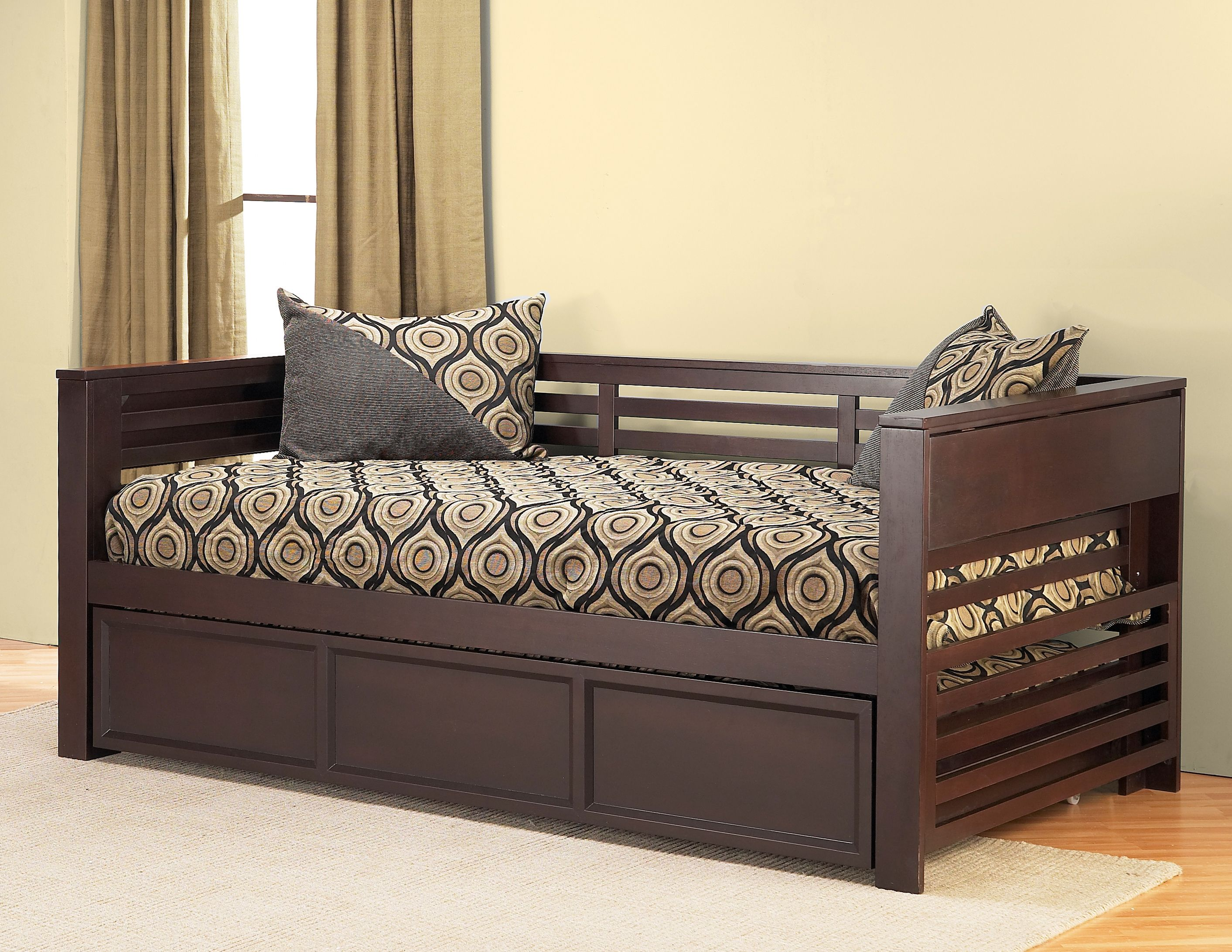 Alluring Daybed With Pop Up Trundle For Inspiring Bedroom