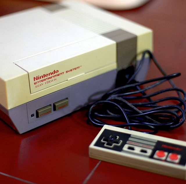 Console Nintendo 1985: 1985 - First Nintendo Game Console