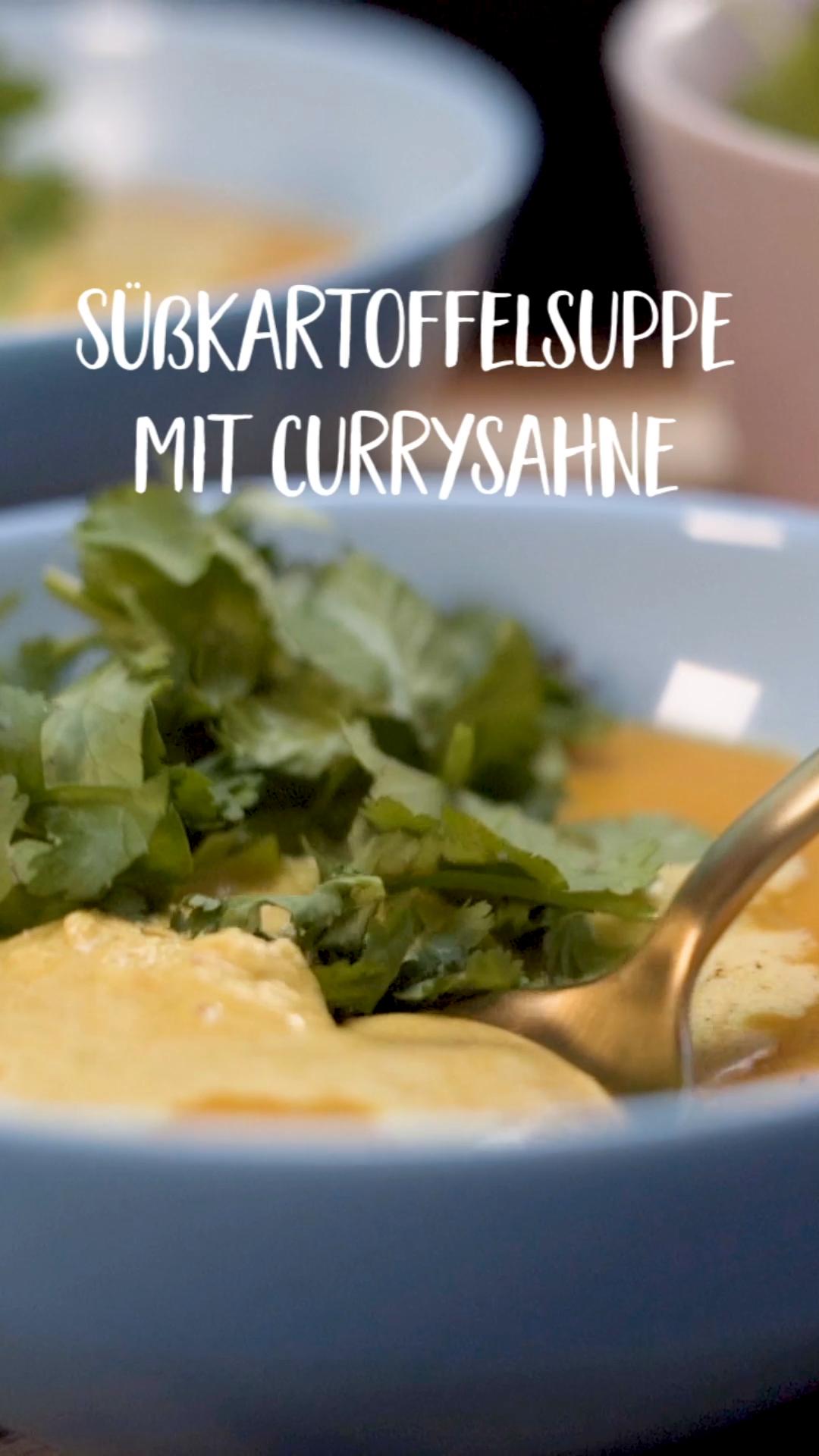 Süßkartoffelsuppe mit Currysahne