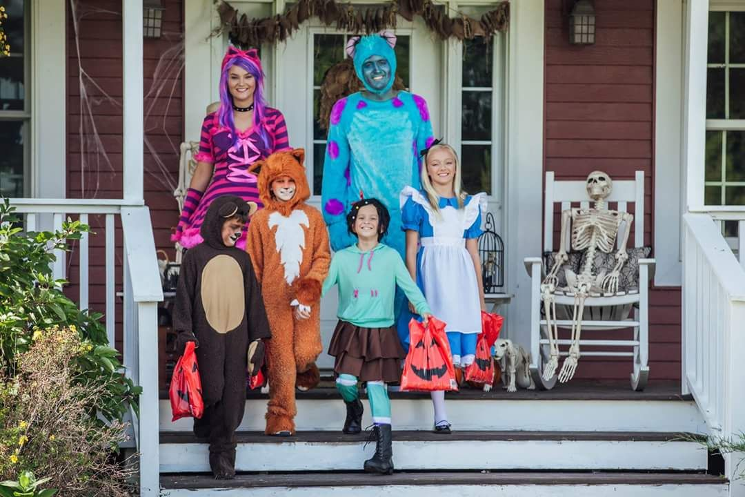 46 Unique Halloween Costumes to Let You Become the \u0027Cynosure\u0027 of the - halloween costume ideas for family